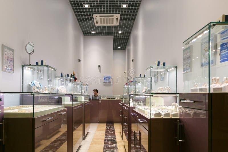 Petersburg Ryssland - Juli 1, 2017: shoppingunderhållningmitten PITER PARKERAR shoppar storslagna istanbul för basaren smycken royaltyfria foton