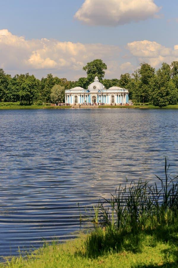 Petersburg Ryssland - Juni 29, 2017: Tsarskoye Selo Eremitboningpaviljongen i Catherine Park royaltyfri foto
