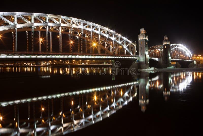 Petersburgu mostu święty cumujący noc portu statku widok obrazy royalty free