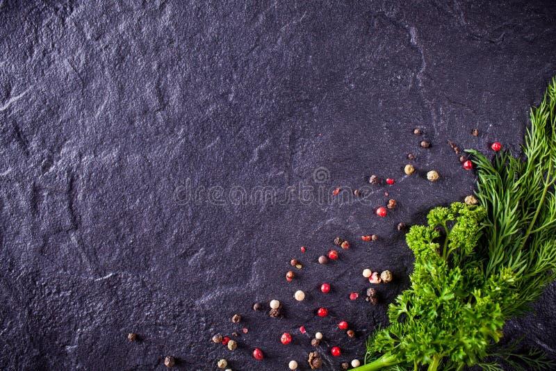 Peterselie en dille met kruiden stock afbeeldingen