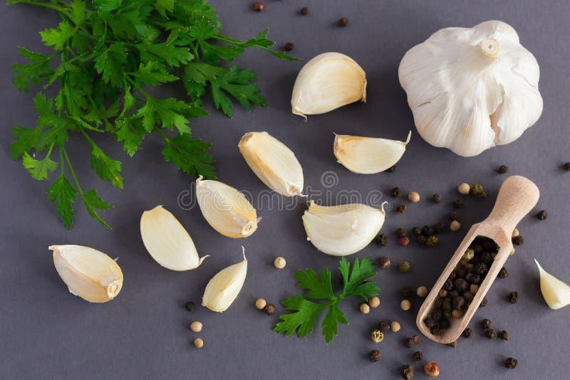 Peterselie, knoflook en kruiden stock foto's