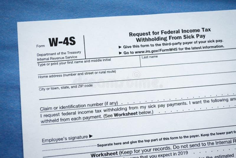 Petición de la forma W-4S para la retención de impuesto federal sobre la renta de paga enferma foto de archivo libre de regalías