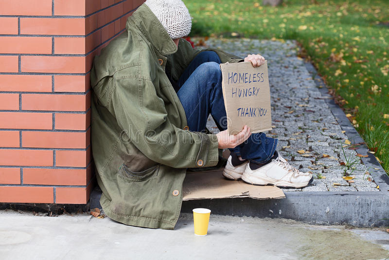Petición sin hogar dinero imágenes de archivo libres de regalías