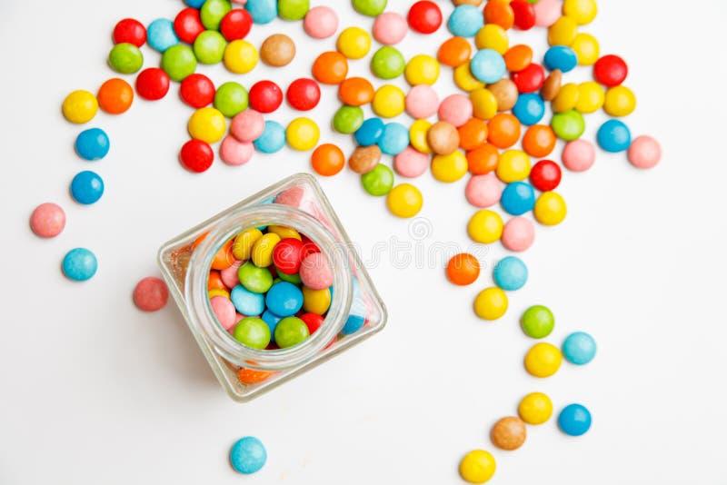 Petisco dos doces de açúcar dos feijões de geleia em um frasco imagens de stock royalty free