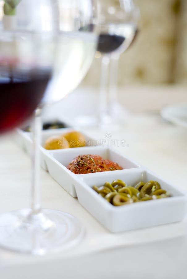 Download Petiscos Deliciosos & Vinho Vermelho Imagem de Stock - Imagem de prato, alimento: 12806979