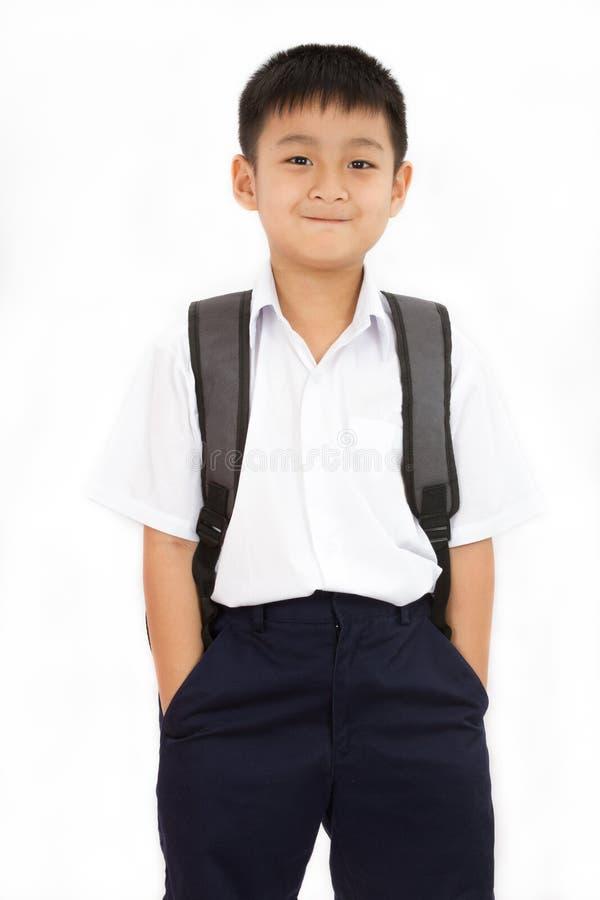 Petit écolier asiatique avec le sac à dos photographie stock