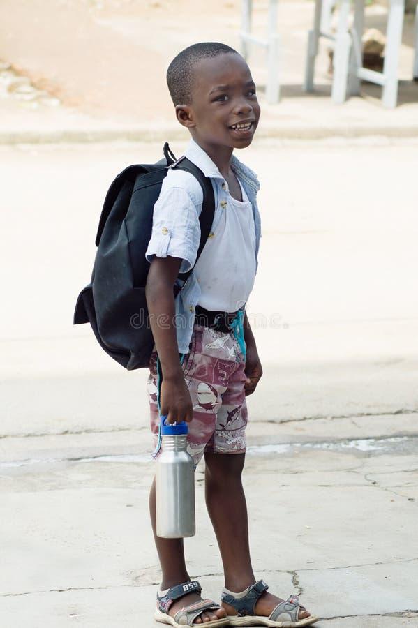 Petit écolier de sourire photos stock