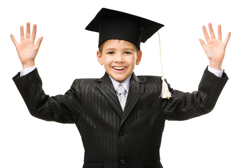 Petit étudiant dans le chapeau scolaire image stock