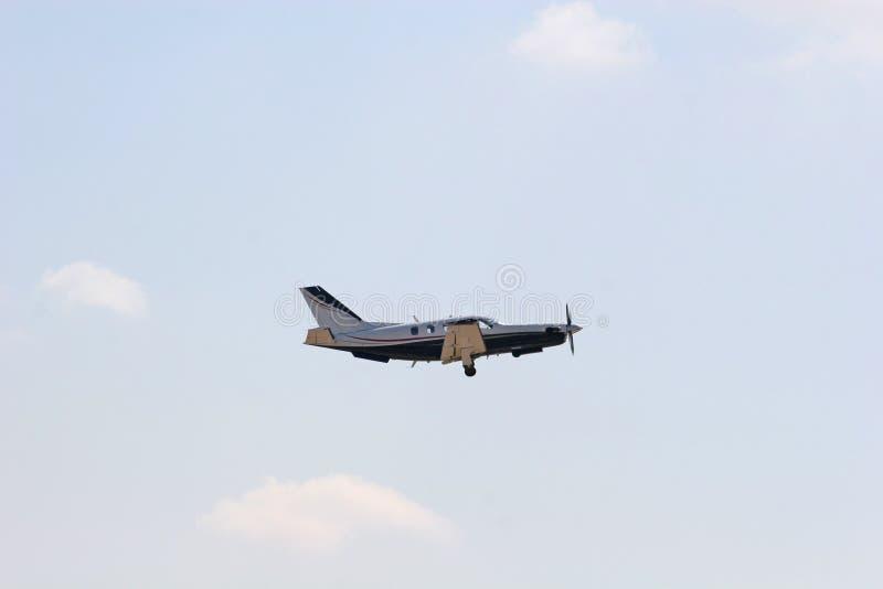 Petit avion en vol photo libre de droits