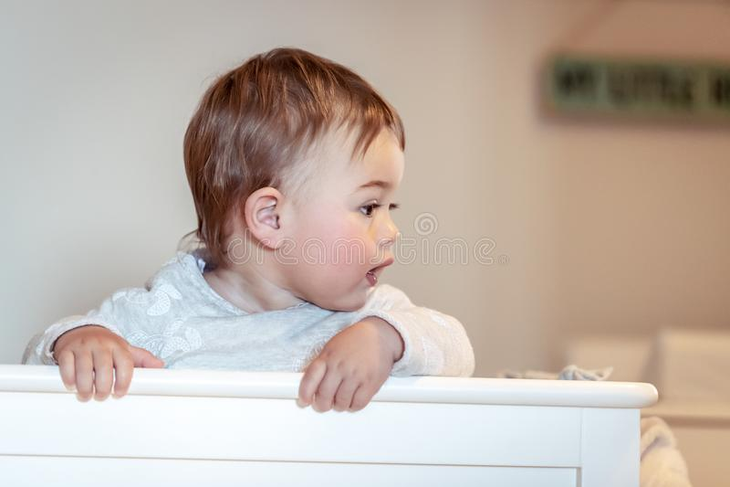Petit bébé garçon doux image stock