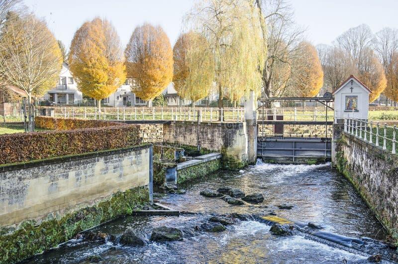 Petit barrage en automne photo libre de droits