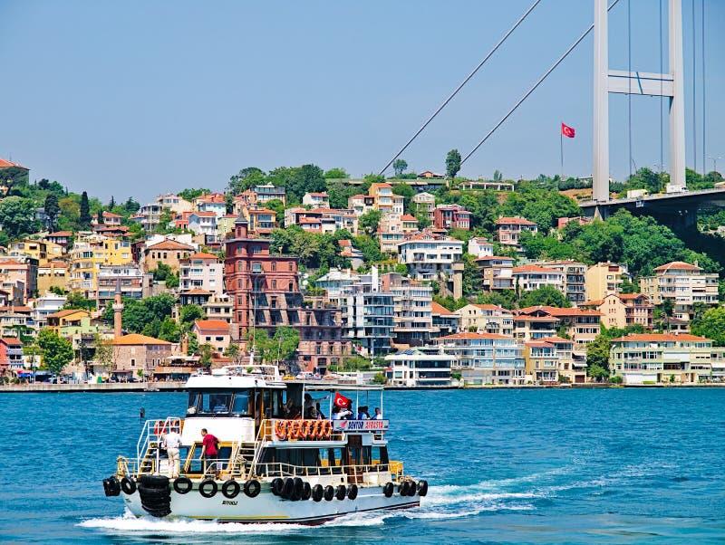 Petit bateau de croisière touristique, Bosporus Istanbul images stock