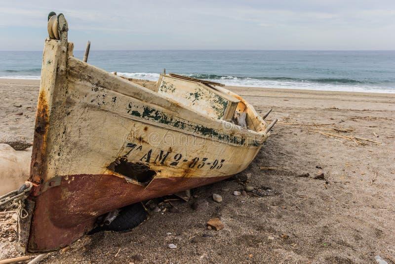 Petit bateau de pêche en bois photo stock