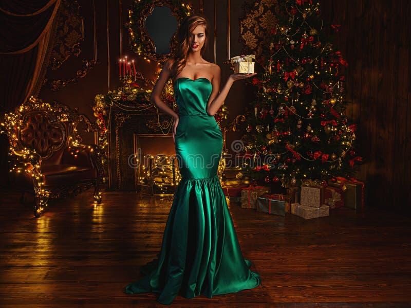 Petit cadeau luxueux pour Noël image stock