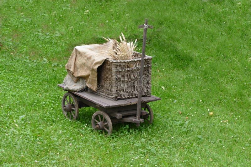 Petit chariot pratique ou de poney de cru photos libres de droits
