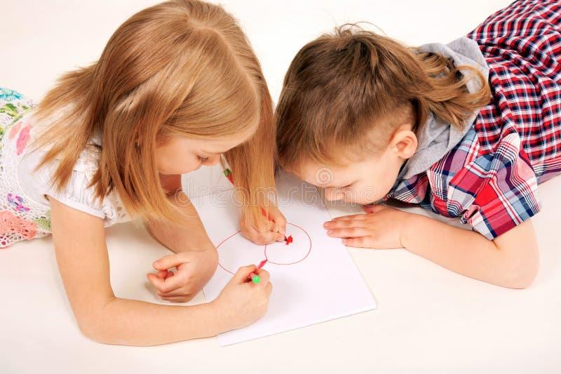 Petit coeur de dessin de childrenl. Concept d'amour. images stock