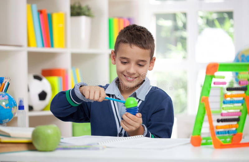 Petit crayon de dièse d'écolier photos stock