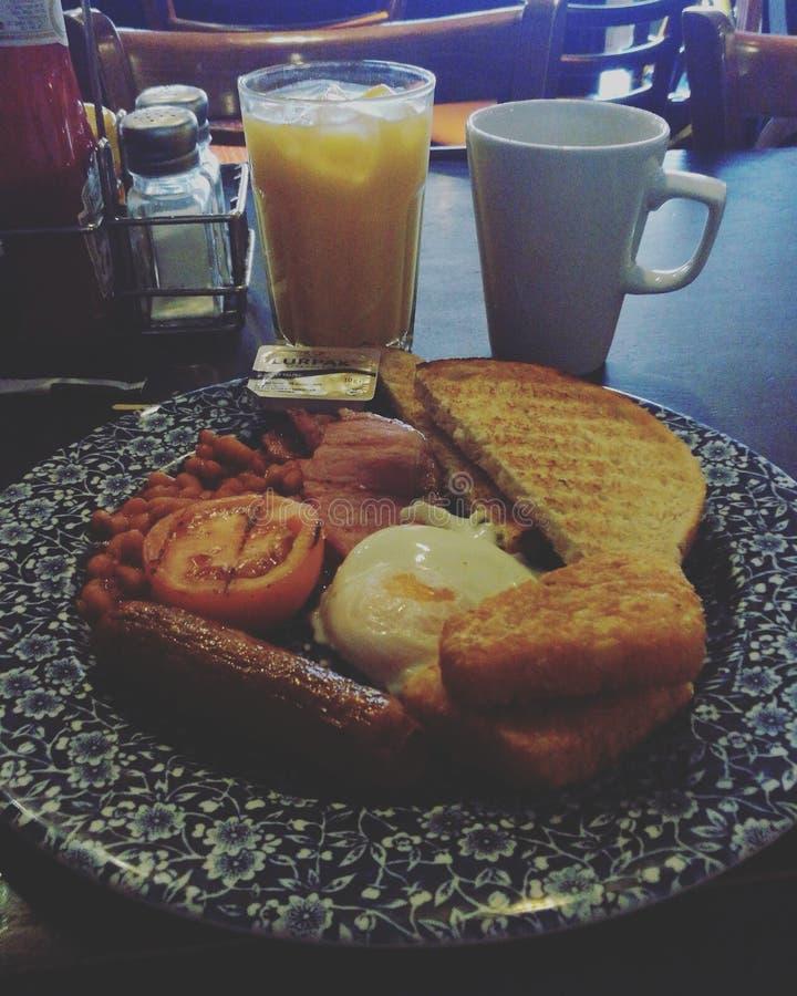 Petit déjeuner anglais dans le firestation plus que délicieux images stock