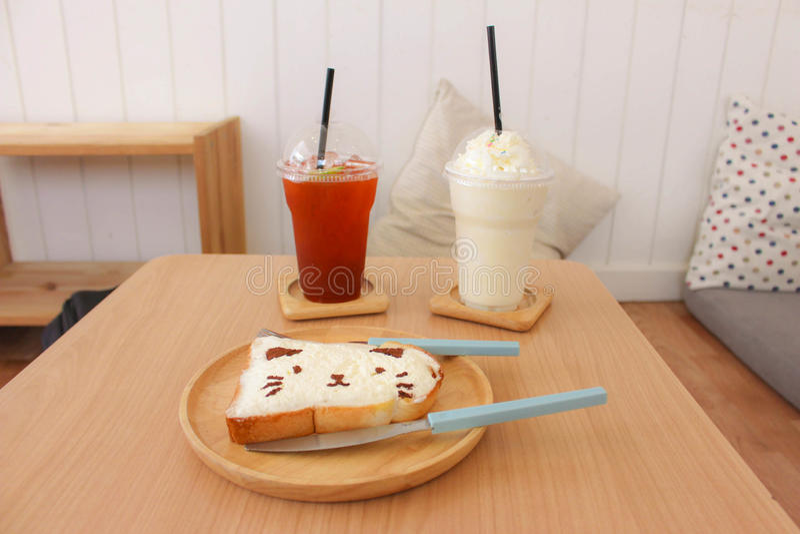 petit déjeuner au café de chat image stock
