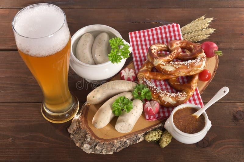 Petit déjeuner bavarois de saucisse de veau photographie stock