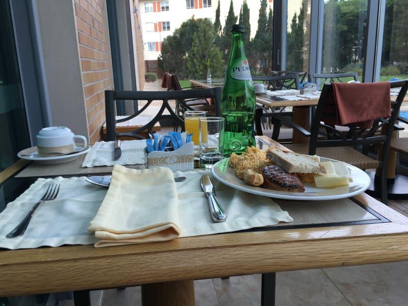Petit déjeuner dans l'hôtel Oeiras, Portugal images libres de droits