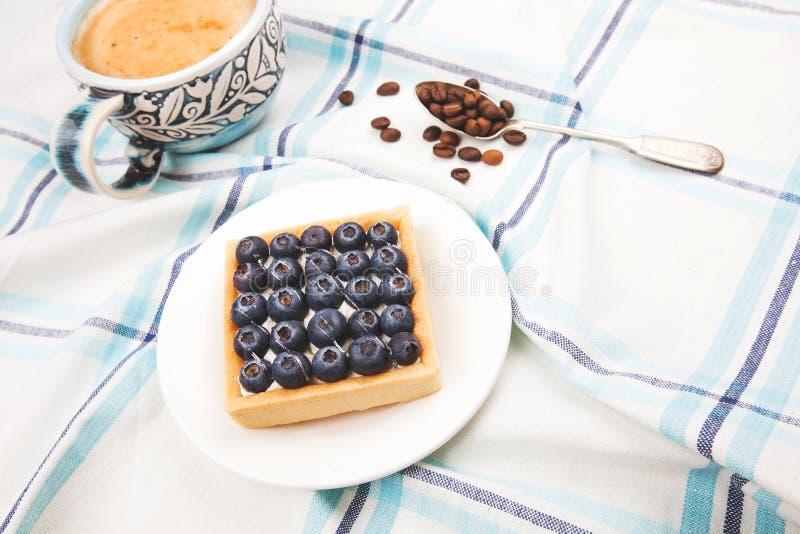 Petit déjeuner de gâteau et de café photographie stock