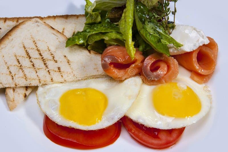 Petit déjeuner de lard et d'oeufs photographie stock libre de droits