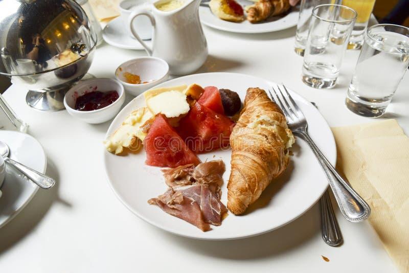 Petit déjeuner français de fantaisie photographie stock