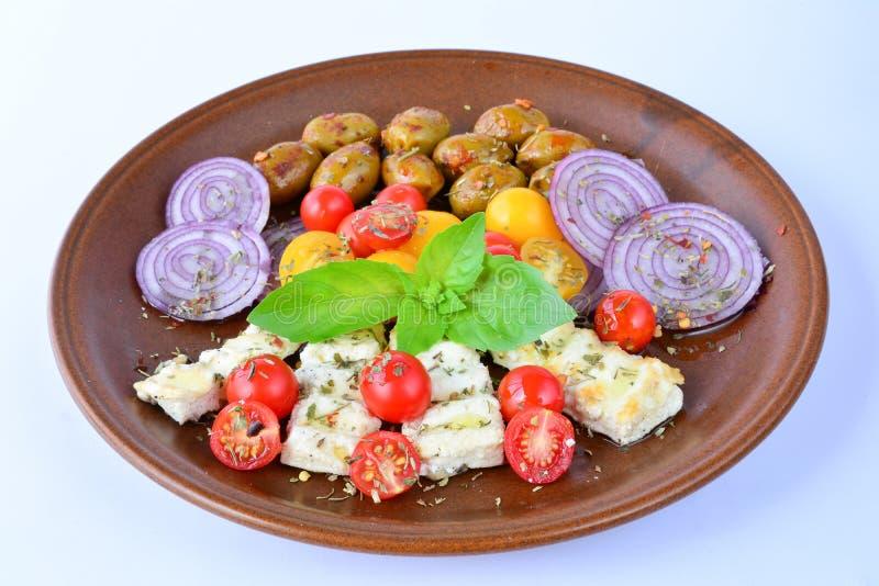 Petit déjeuner grec au-dessus de blanc photo stock