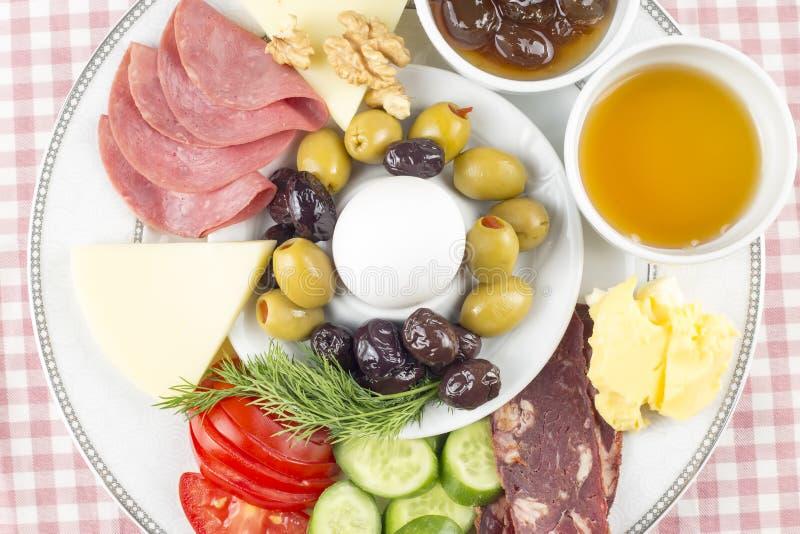 Petit déjeuner turc riche et délicieux traditionnel image stock