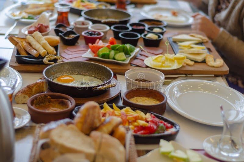 Petit déjeuner turc sur la table, vue supérieure images libres de droits