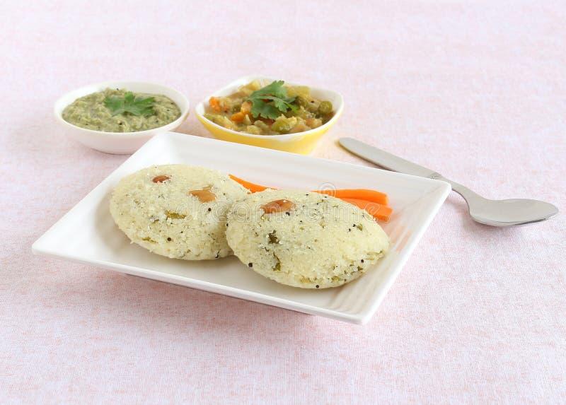 Petit déjeuner végétarien indien du sud de Rava Idli photo libre de droits