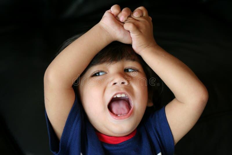 Petit encourager adorable d'enfant en bas âge image stock