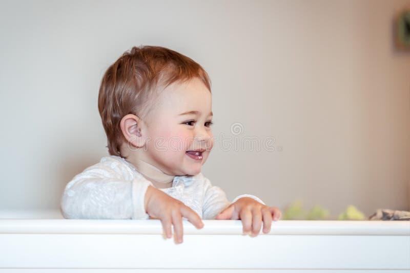 Petit enfant heureux photographie stock