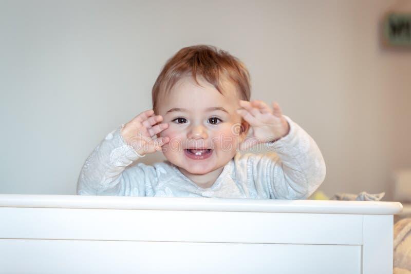Petit enfant heureux images stock