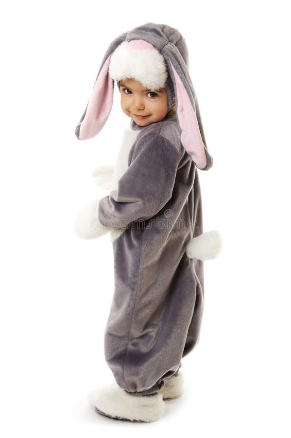 Petit enfant mignon dans un costume de lapin photographie stock libre de droits