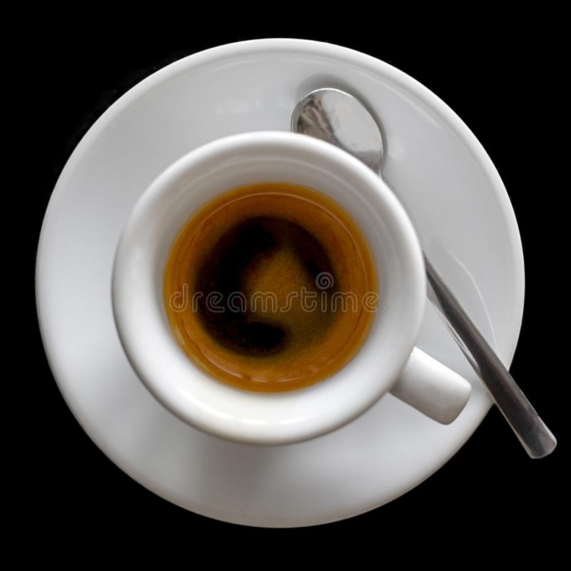 Petit expresso italien dans la tasse en céramique blanche avec la cuillère d'isolement image stock