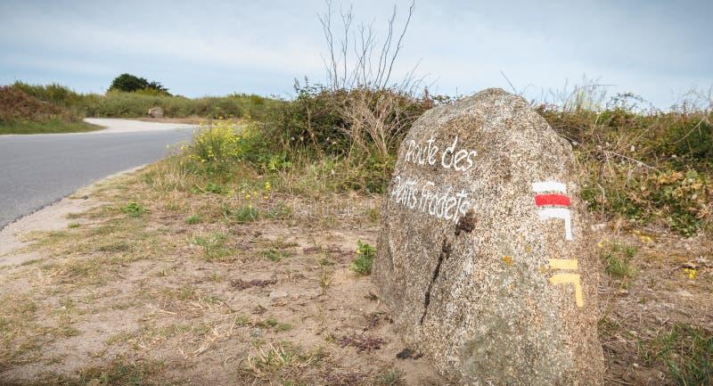 Petit Fradets droga malująca na wielkim kamiennym wskazywaniu morzem wycieczkuje ścieżka zdjęcie stock