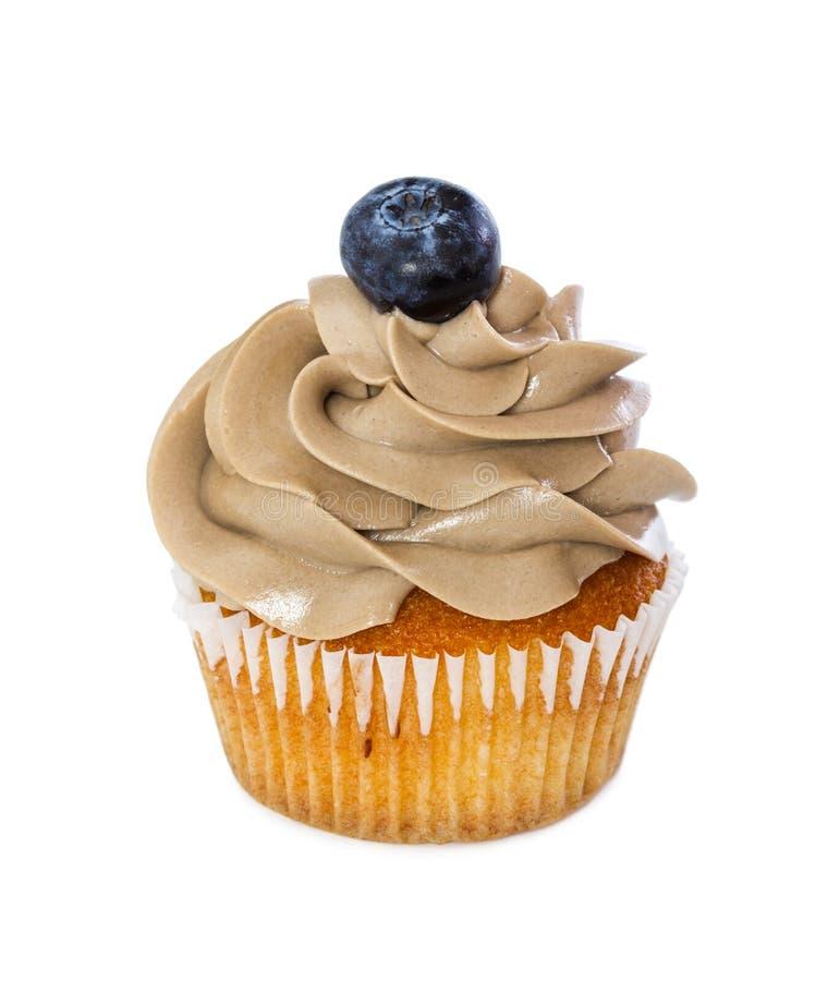 Petit gâteau avec de la crème de chocolat et la myrtille fraîche photo stock