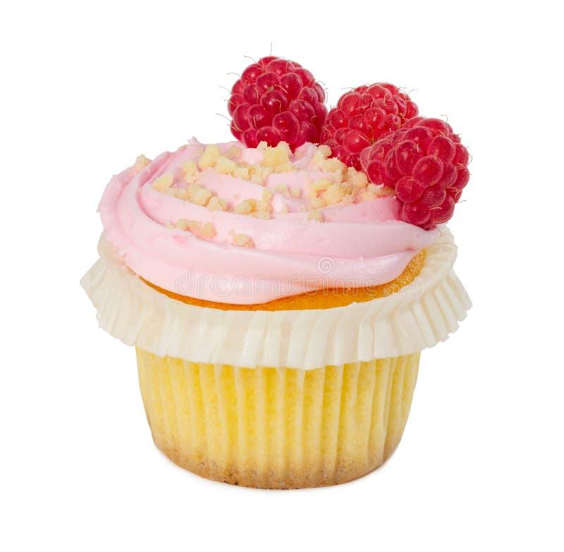 Petit gâteau avec les framboises fraîches et la miette d'isolement sur le blanc photos libres de droits