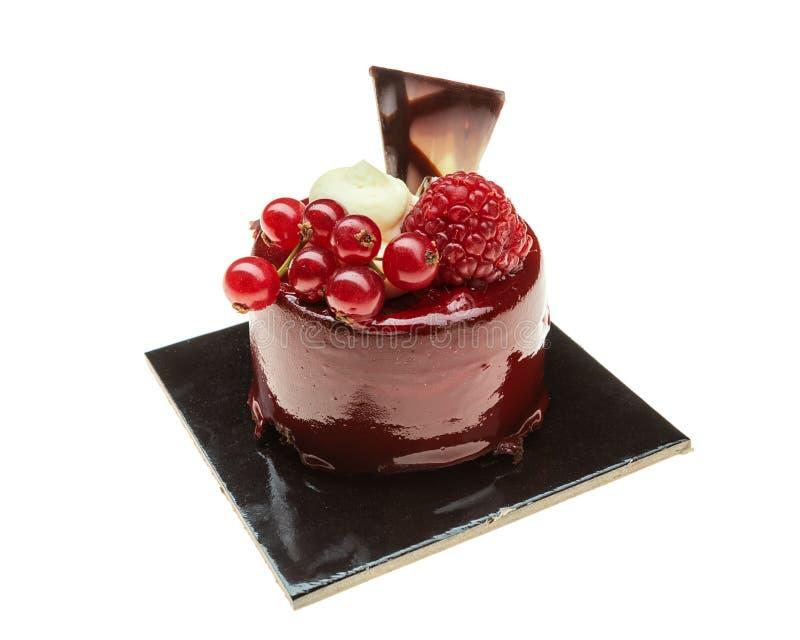 Petit gâteau délicieux décoratif pour le dessert Avec un plat de chocolat photographie stock