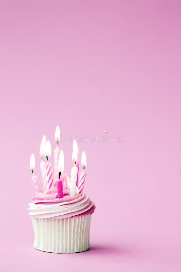 Petit gâteau d'anniversaire photos libres de droits