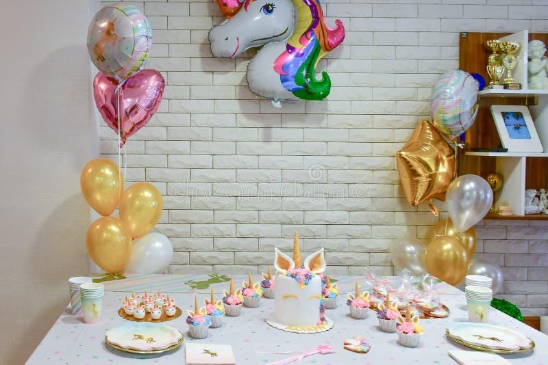 Petit gâteau de partie de licorne photos libres de droits