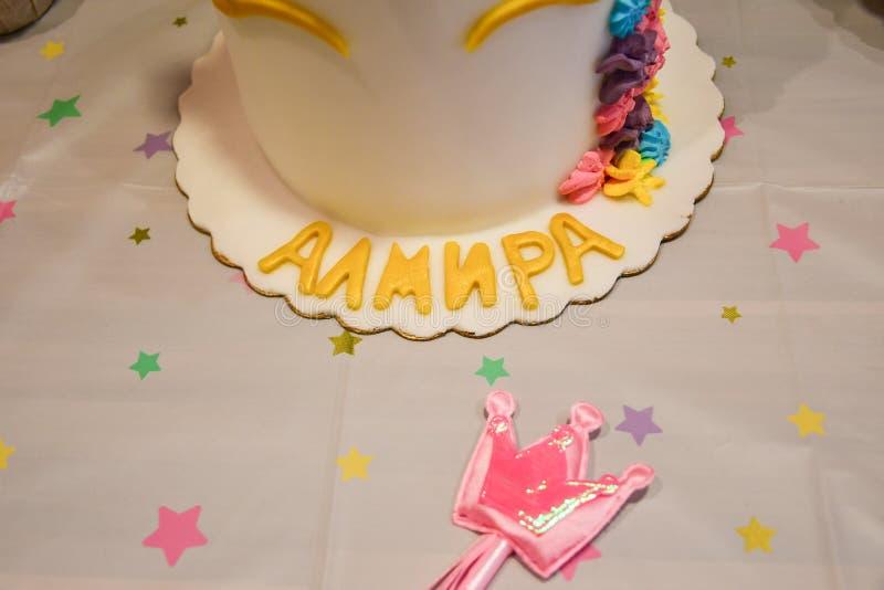 Petit gâteau et gâteau de partie de licorne images stock