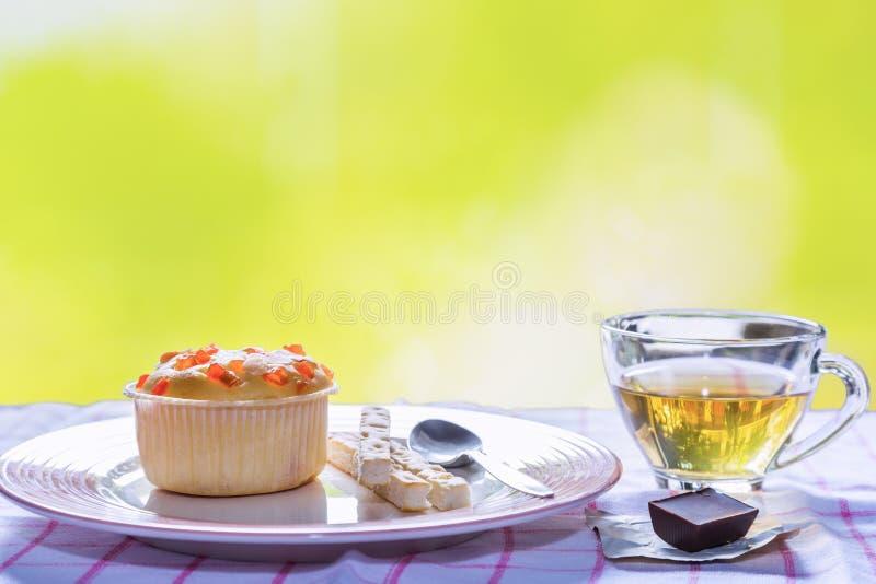 Petit gâteau remplissant de fruit photographie stock