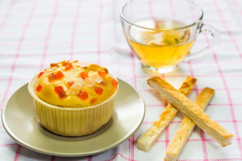 Petit gâteau remplissant de fruit photos libres de droits