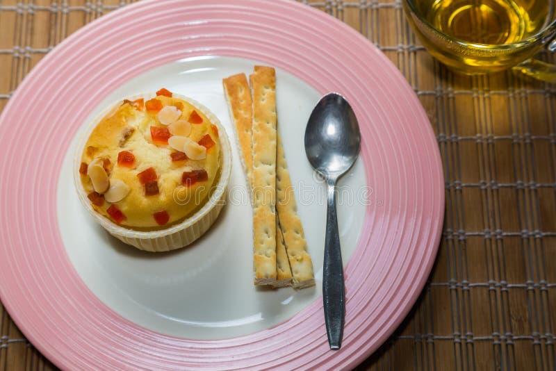 Petit gâteau remplissant de fruit photographie stock libre de droits
