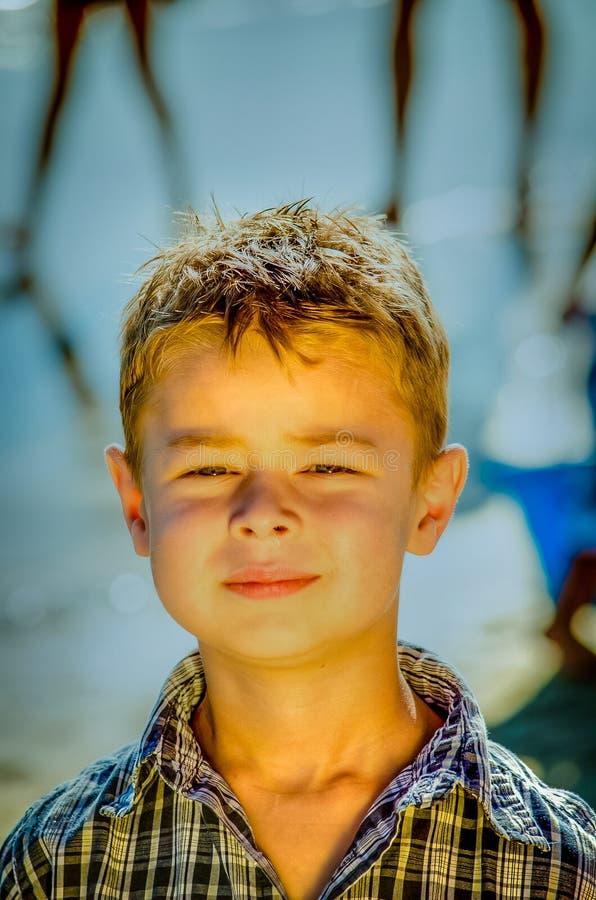 Petit garçon à la plage image libre de droits