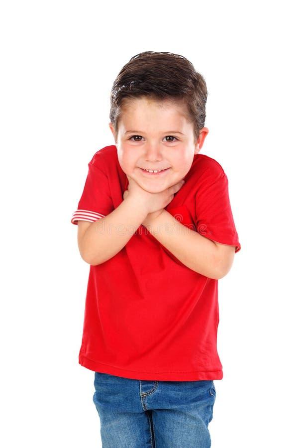 Petit garçon étonné avec la chemise et les jeans rouges image stock