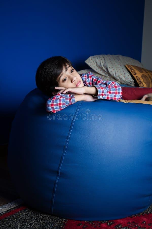 Petit garçon asiatique se sentant triste photo libre de droits